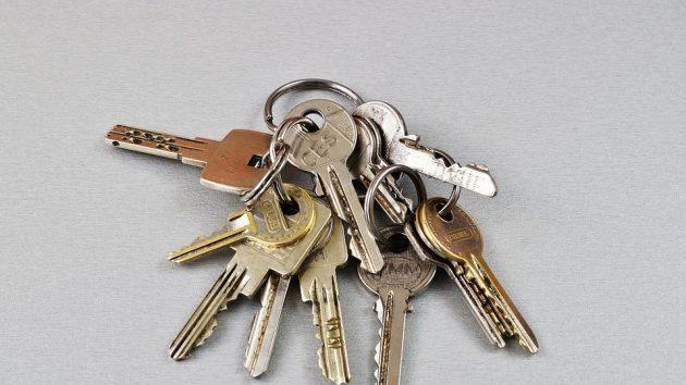 Betrug im Alltag – von Schlüsseldiensten, Paket Tricks und Phishing